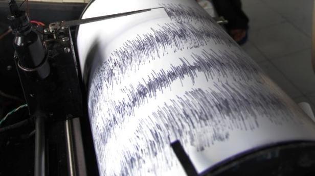 2807gempa-bumi-seismograf2_20150728_143709