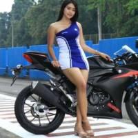 SPG Seksi Ini Pasang Tarif Miring Demi Beli Motor Gede