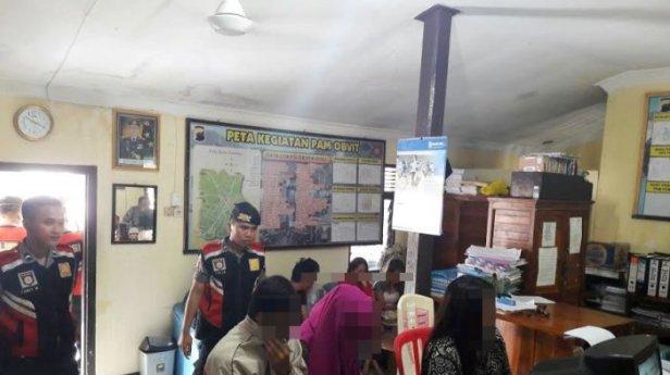 mesum-di-hotel-digerebek-disidang-di-pn-kota-salatiga_20170125_164528